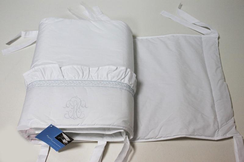 Бамперы Бампер для детской кроватки 380х45 Bovi Вензель бело-голубой bamper-dlya-detskoy-krovatki-venzel-ot-bovi.jpg