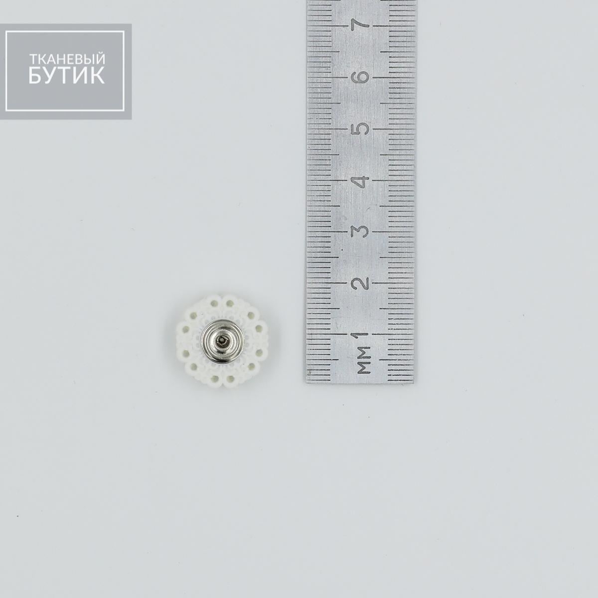 Металлическая кнопка на ажурной пластиковой основе