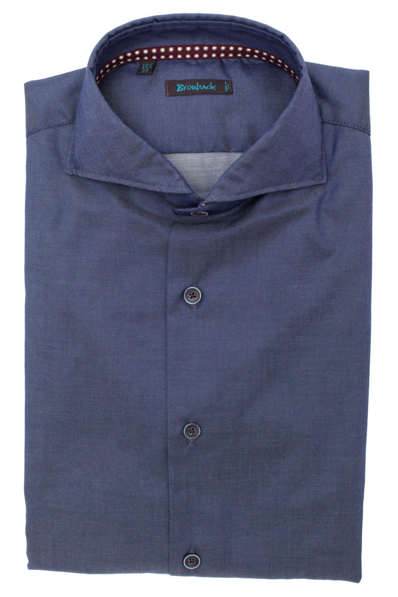 Синяя рубашка в очень-очень тонкую незаметную белую полоску