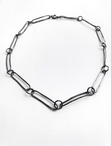 Серебряное колье с крупными звеньями и черным родием