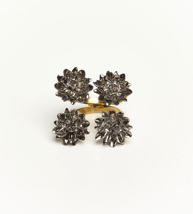 Кольцо из фарфора Four Flower от ANDRES GALLARDO