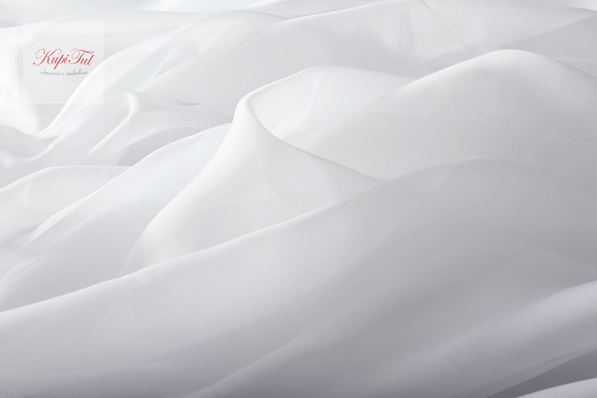 Комплект штор блэкаут (бежевый) и вуаль (белый).