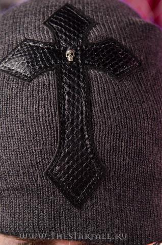 Шапка «Impulsive» от 7.17 Studio Luxury с крестом из кожи кобры