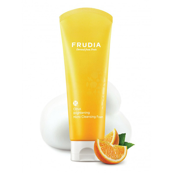 Пенка с цитрусом придающая сияние коже Frudia Citrus Brightening Micro Cleansing Foam 145г