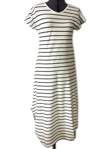 Платье в морском стиле с узкой полосой