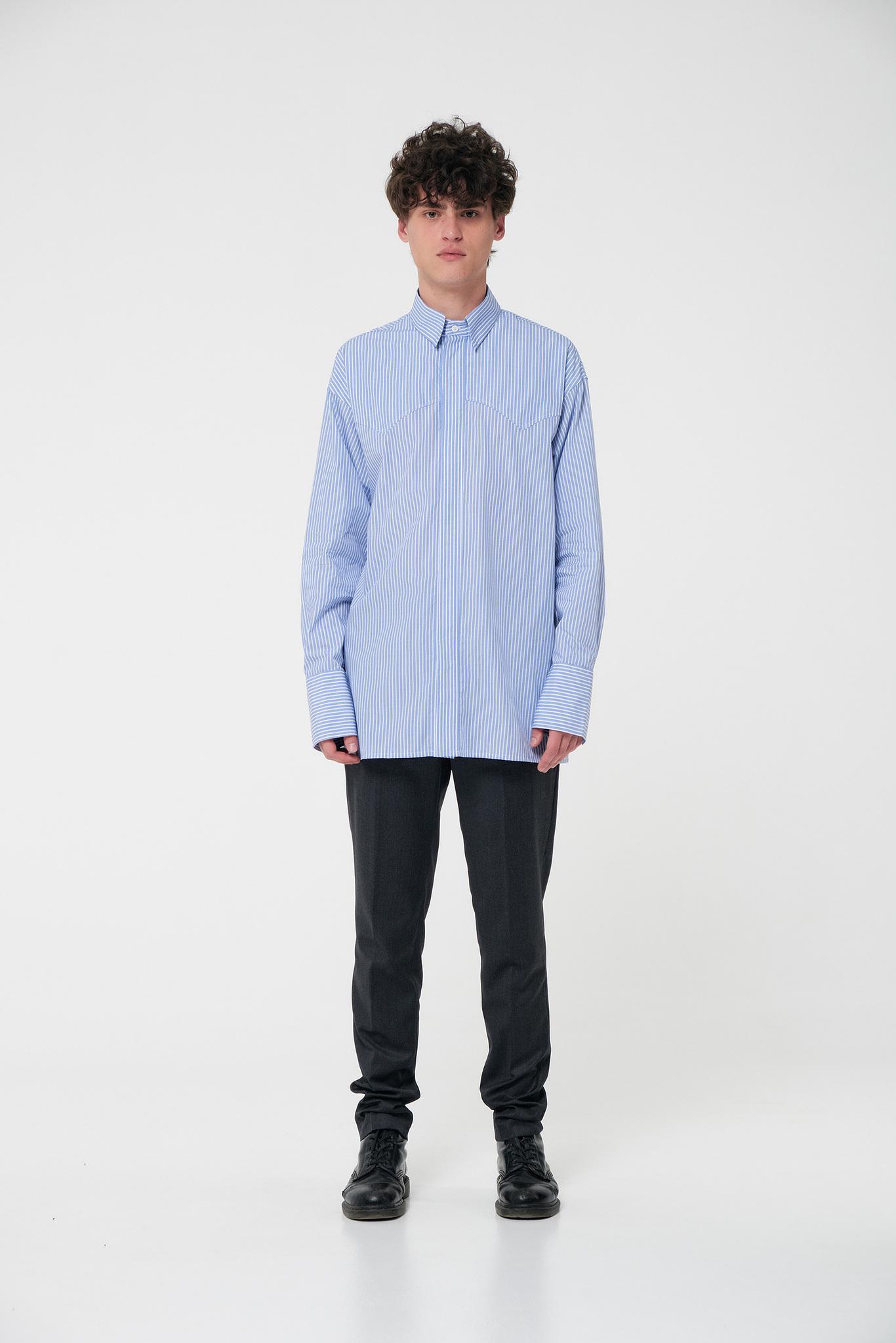Рубашка с фигурной кокеткой голубая