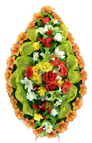 Венок украшенный цветами роз, лилий, колокольчиков, георгин и астр