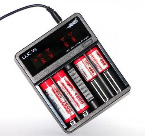 Универсальное зарядное устройство Efest LUC V4