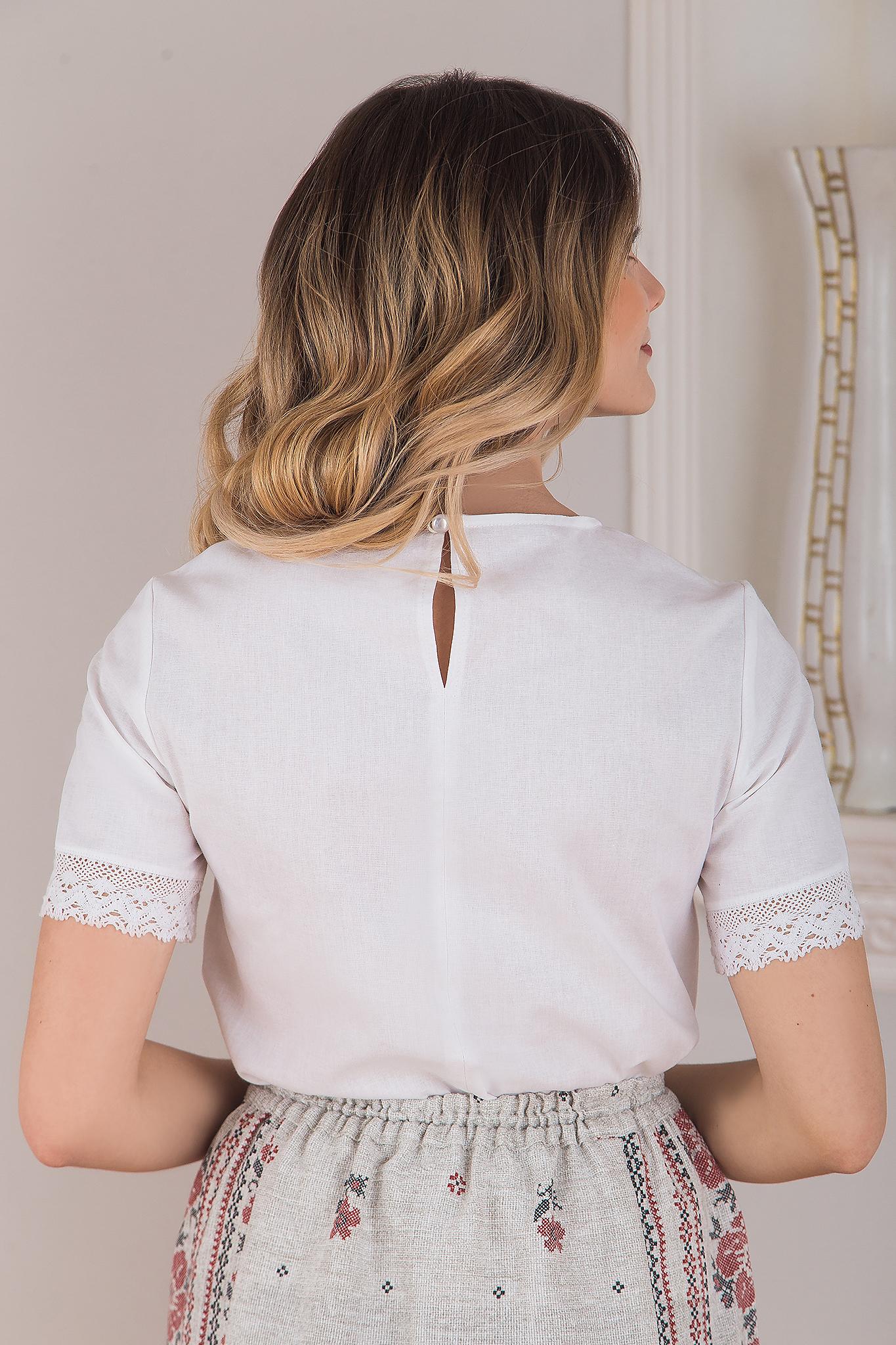 Блуза белая с кружевом вид сзади
