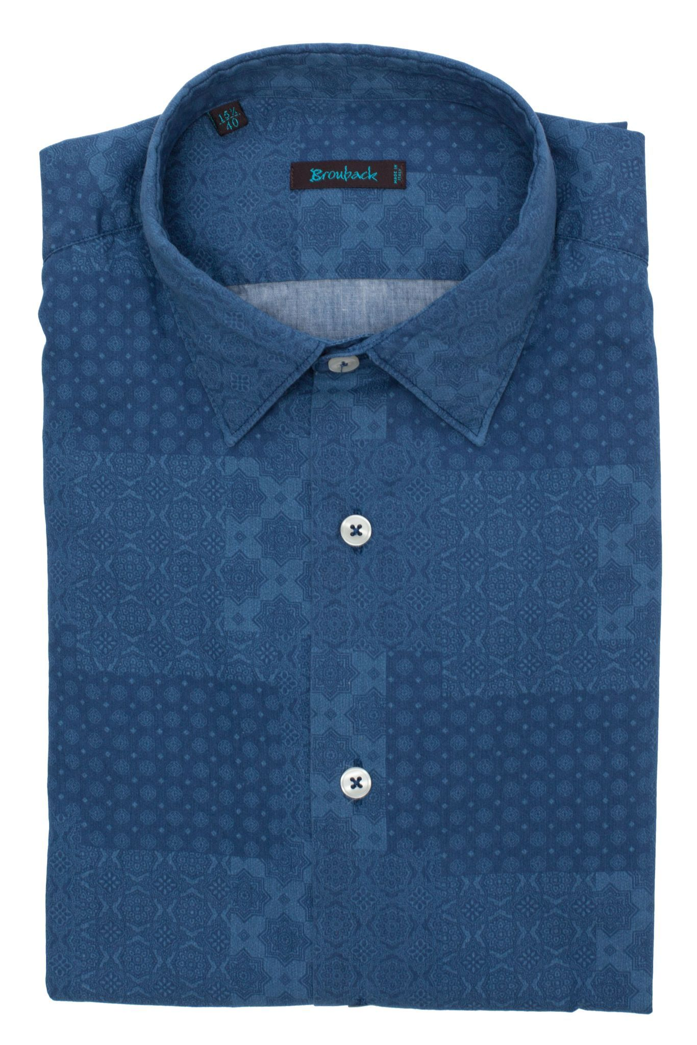 Синяя рубашка с геометрическими принтами