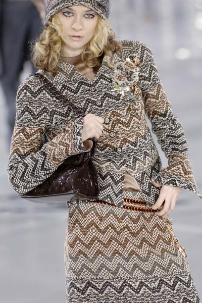Стильный твидовый пиджак в коричневых тонах от Chanel, 34 размер