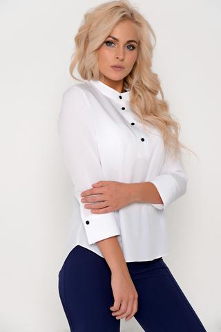 Модная рубашка для успешной леди. По переду планка на пуговицах. Силуэт свободный. Рукав 3/4 на манжете.