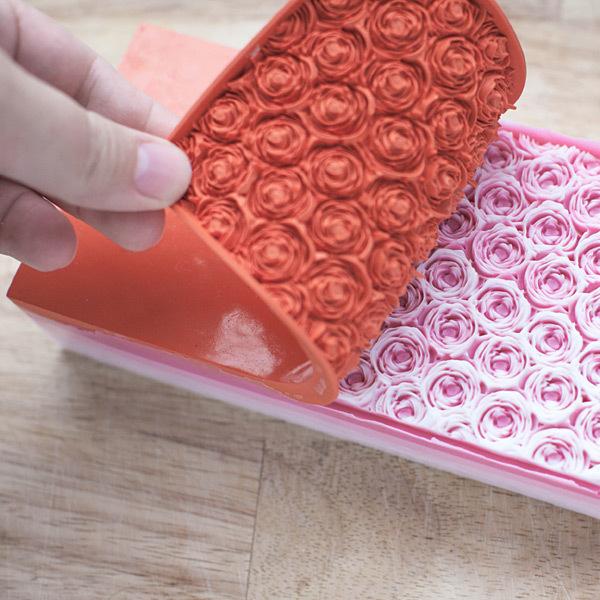 Гибкий текстурный лист с рельефом роз