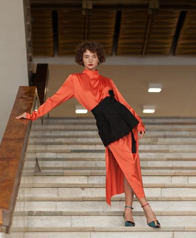 Платье со сборкой оранжевое
