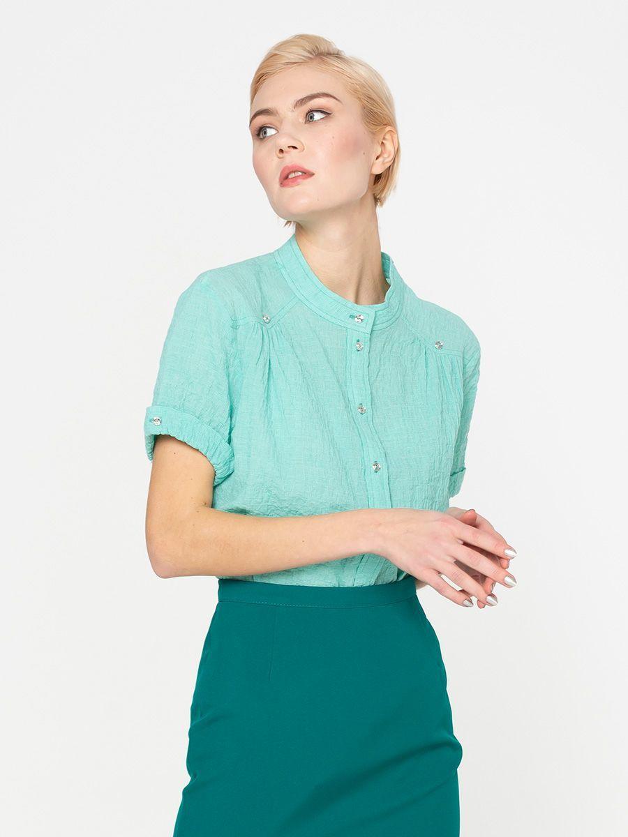 Блуза Г538-144 - Хлопковая рубашка прямого кроя с короткими рукавами и аккуратным воротничком стойкой. Натуральная хлопковая ткань позволяет коже дышать, приятна для тела и комфортна в ношении. Прямой крой стройнит силуэт и подходит для любой фигуры. Элегантная рубашка из хлопка прекрасно подойдет для деловых и повседневных комплектов. Ее можно носить с юбкой-карандашом или брюками со стрелками. В стиле casual рубашку можно надевать с джинсами, чиносами, узкими юбками или шортами