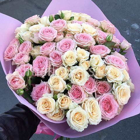 Букет из ароматных кустовых роз