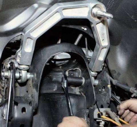Замена верхнего рычага Nissan Navara