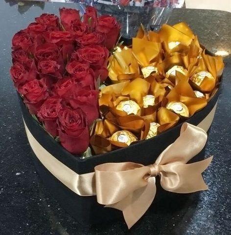 Букет из 21 красной розы и конфет Ferrero Rocher