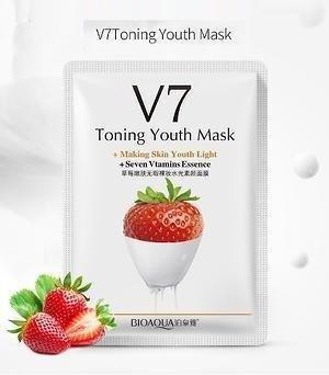 Витаминная маска с экстрактом клубники Bioaqua V7 Toning Light