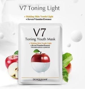 Витаминная маска с экстрактом яблока Bioaqua V7 Toning Light