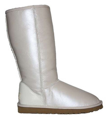 /collection/zhenskie-uggi/product/ugg-classic-tall-metallic-white