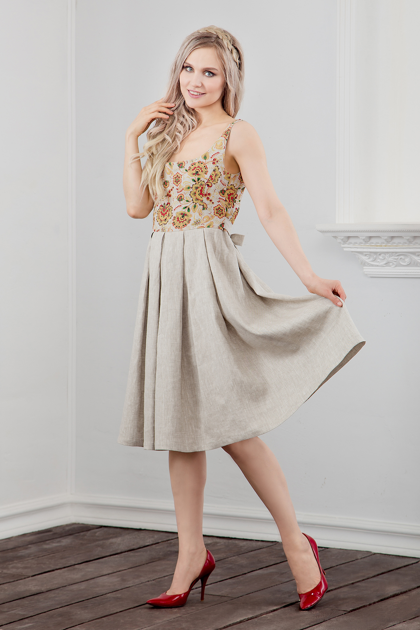 Платье Иванка c хохломой вид сбоку