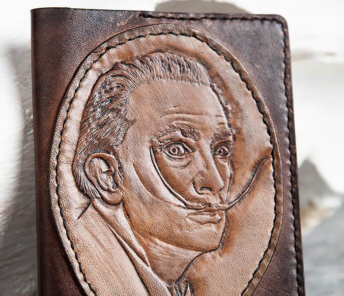 BC163 Кожаная обложка для паспорта «Дали» ручной работы фото 02