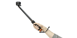Монопод-поплавок SP Section Pole Set с камерой в руке