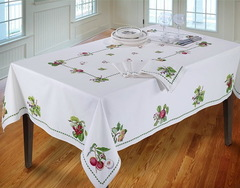 Скатерть 152x366 Avanti Pomona Table Cloth белая