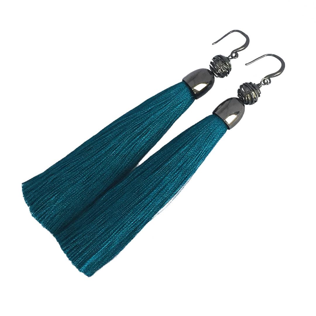 Купить со скидкой Серьги-кисточки Forever Marine из шелка цвета морской волны с ажурной бусиной