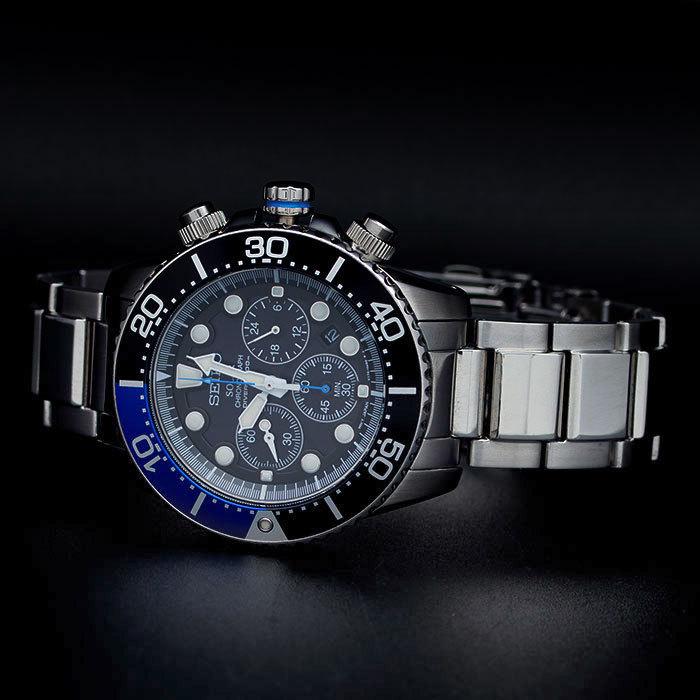 В качестве декоративной отделки используются только высококлассные материалы: на задней крышке каждого экземпляра часов выгравирован индивидуальный серийный номер.