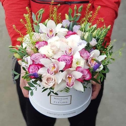 Коробка белая с микс цветами 2