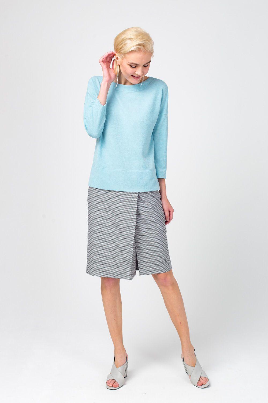 Юбка Б118-750 - Классическая юбка прямого силуэта «на запах» изготовлена из качественного материала – наличие в составе ткани эластана обеспечивает идеальную посадку по фигуре. Модель украшает классический принт в мелкую клетку. Юбка элегантной длины прекрасно дополнит любой образ в классическом стиле.
