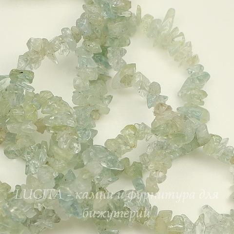Бусина Аквамарин, крошка, цвет - бледный аквамарин, 3-5 мм, нить 88 см