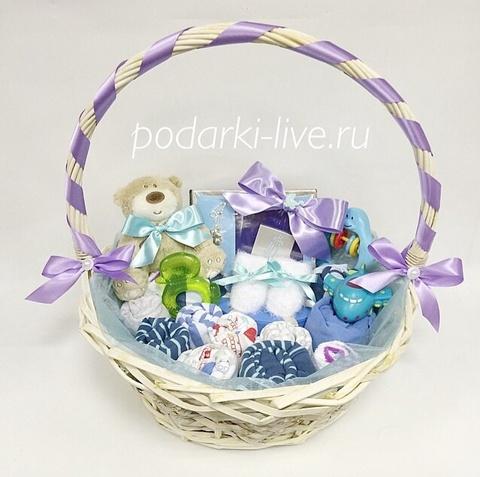 Корзина для новорожденного с одеждой т подарочками