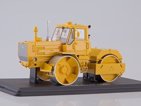 Roller SD-802 T-150 yellow 1:43 Start Scale Models (SSM)