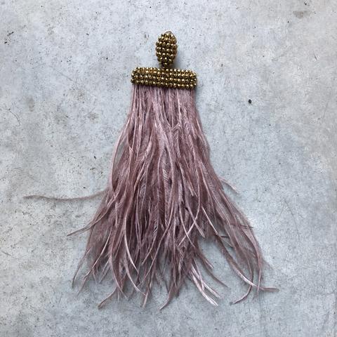 Моносерьга - клипса с розовыми перьями