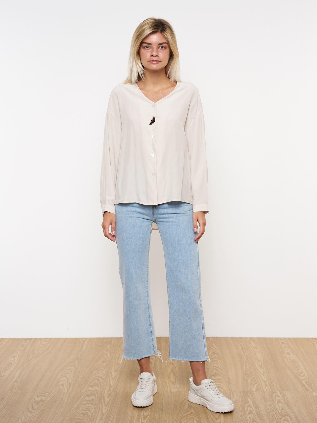Блуза с декоративной пуговицей