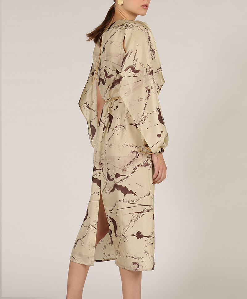 Платье из шёлка бежевого цвета