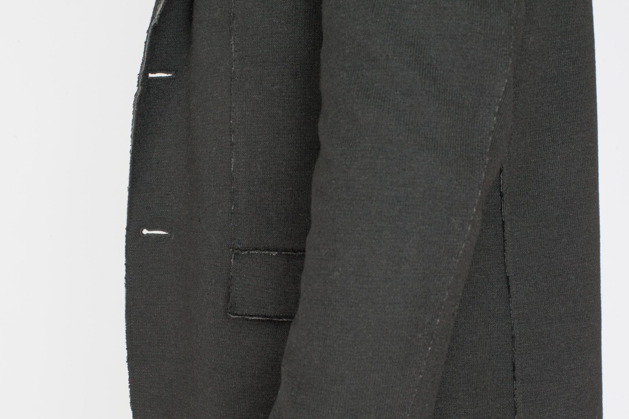 Чёрный трикотажный пиджак, накладной карман