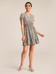 Платье с резинкой на талии на запах