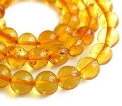 элегантные бусы из прозрачных янтарных шаров