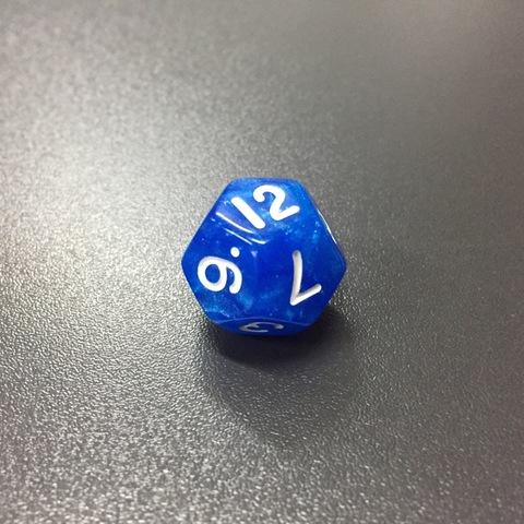 Синий перламутровый двенадцатигранный кубик (d12) для ролевых и настольных игр