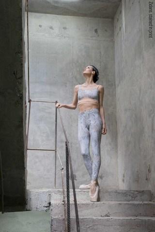 Zigsi leggings, stained in print