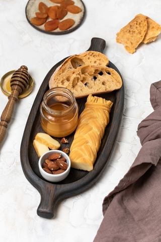 Spindle Plate for bread, cheese and snacks