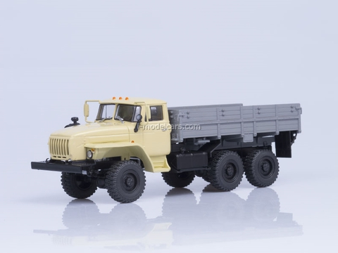 Ural-43202-31 engine YaMZ-238 board beige-gray 1:43 AutoHistory used