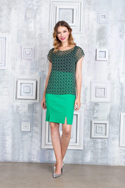 Юбка Б122-368 - Юбка прямого силуэта выполнена в насыщенном зелёном цвете. Модель с двумя разрезами спереди не сковывает движений и великолепно подчеркивает фигуру. Она прекрасно сочетается с классическими офисными блузами, а также с различными топами и футболками.