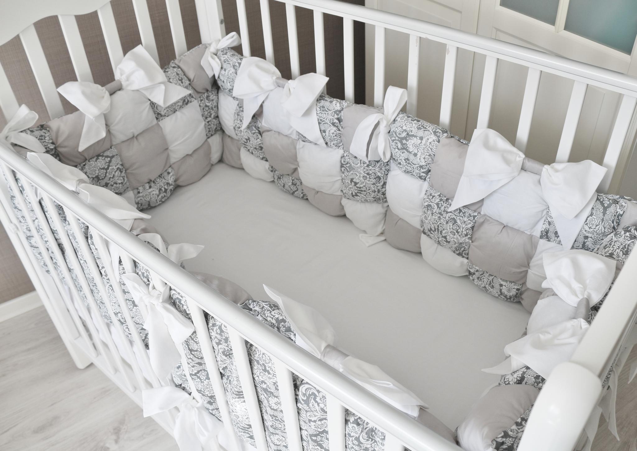 Бортики сетка в кроватку купить в москве мебельная ткань жаккард классика белый бежевый