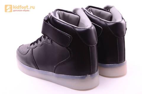 Светящиеся высокие кроссовки с USB зарядкой Fashion (Фэшн) на шнурках и липучках, цвет черный, светится вся подошва. Изображение 4 из 22.