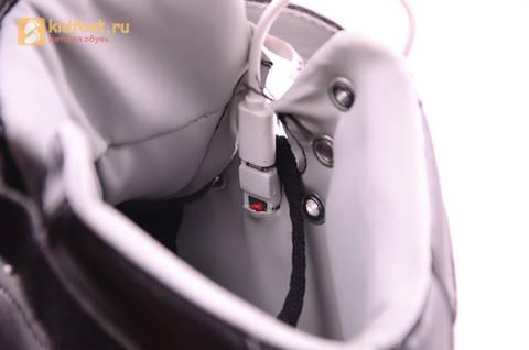 Светящиеся высокие кроссовки с USB зарядкой Fashion (Фэшн) на шнурках и липучках, цвет черный, светится вся подошва. Изображение 9 из 22.